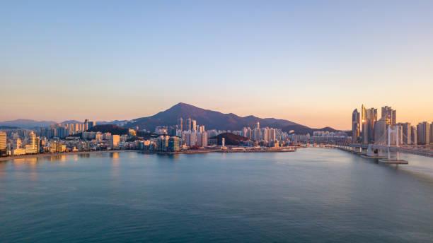 韓国・釜山市の光安橋の航空写真。 - 釜山 ストックフォトと画像
