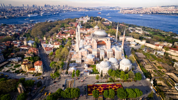 luchtfoto van de hagia sophia in istanbul, turkije - eminonu district stockfoto's en -beelden