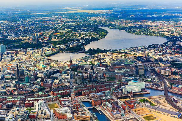 Luftbild von Hamburg-Rathaus und Alster lake – Foto