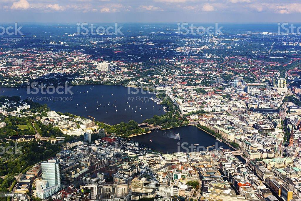 Luftbild von Hamburg-Rathaus und Alster lake - Lizenzfrei Alstersee Stock-Foto
