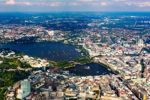 Luftbild Von Hamburgrathaus Und Alster Lake Stockfoto und mehr Bilder von Alstersee
