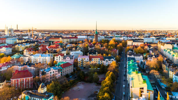 flygfoto över helsingfors city.sky och moln och färgglada byggnader. helsingfors, finland. - drone helsinki bildbanksfoton och bilder