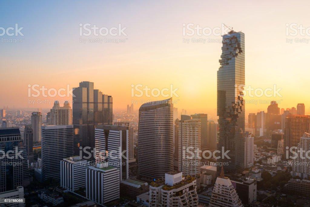 Vue aérienne du bâtiment moderne de grande hauteur à la zone d'activité à Bangkok, Thaïlande photo libre de droits