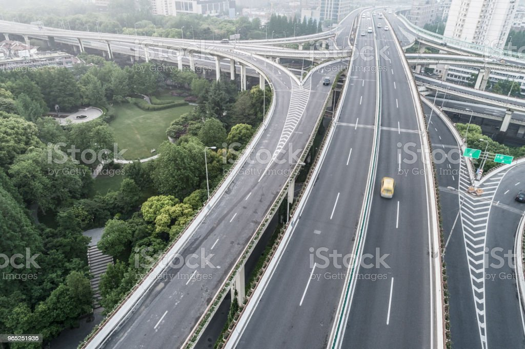 Aerial view of highway and overpass in city on a cloudy day zbiór zdjęć royalty-free