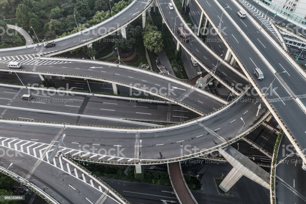 Aerial view of highway and overpass in city on a cloudy day - Zbiór zdjęć royalty-free (Architektura)