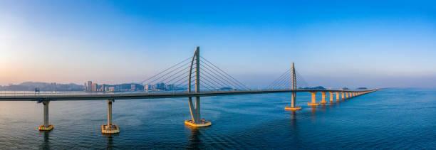 hong kong-zhuhai-macao köprüsü 'nün havadan görünümü - uçak point of view stok fotoğraflar ve resimler