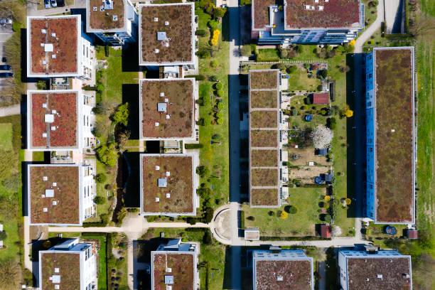 konut emlak havadan görünümü - uçak point of view stok fotoğraflar ve resimler