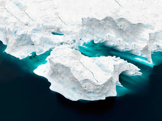 aerial view of icebergs on arctic ocean in greenland - clima polar imagens e fotografias de stock