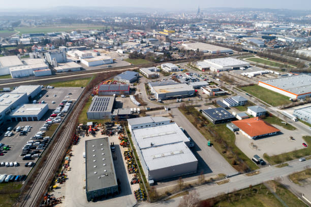 lucht mening van industrieel district - industriegebied stockfoto's en -beelden