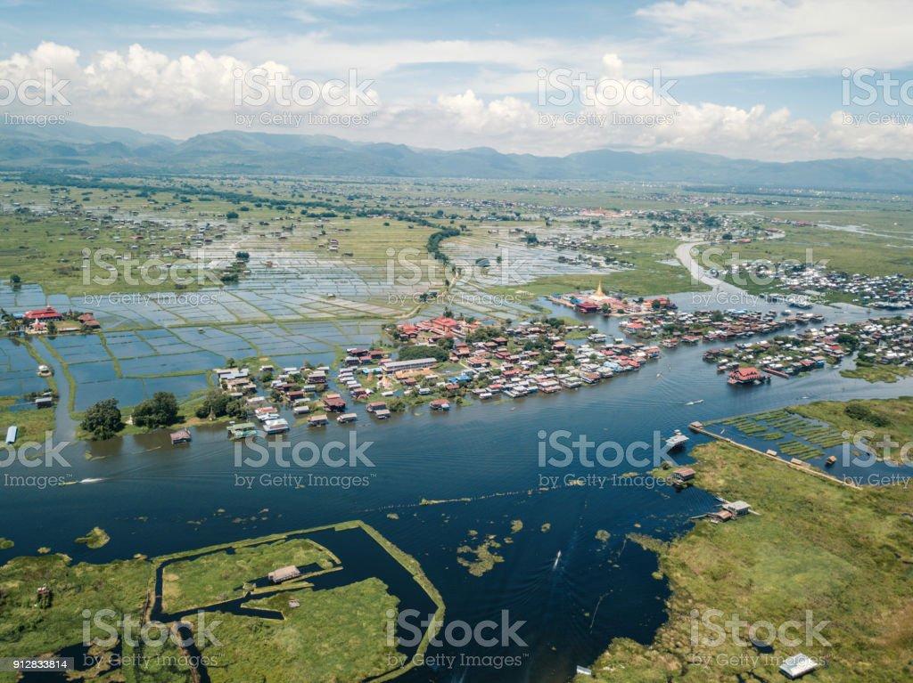 Luftaufnahme des Inle-See und Phaung Daw Oo Pagode, Myanmar – Foto