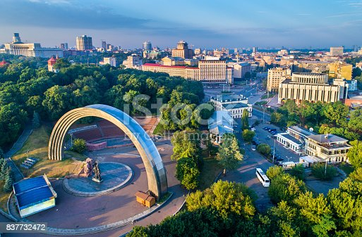 istock Aerial view of Kiev with Friendship of Nations Arch and European Square - Ukraine 837732472