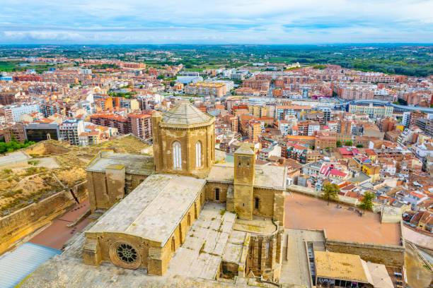 aerial view of la seu vella cathedral at lleida, spain - lleida zdjęcia i obrazy z banku zdjęć