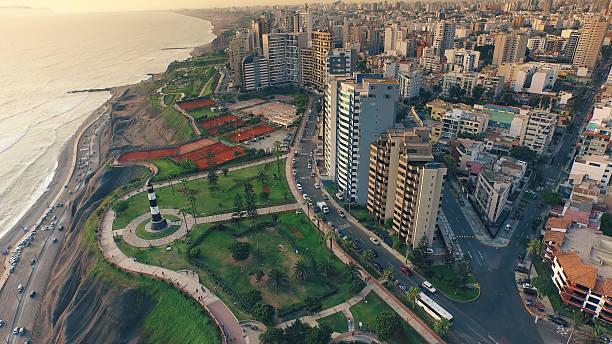 vista aérea de miraflores de lima, perú cosatline paisaje urbano - perú fotografías e imágenes de stock