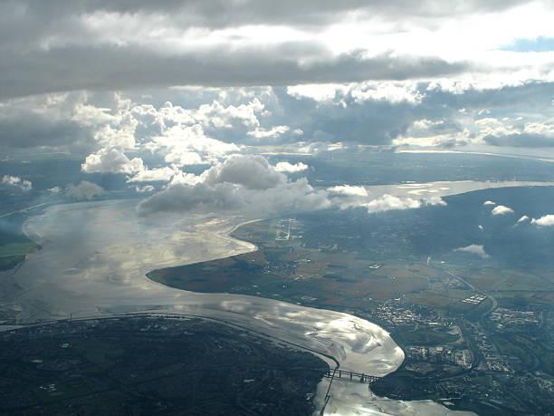 aerial view of liverpool, river mersey - fsachs78 stockfoto's en -beelden
