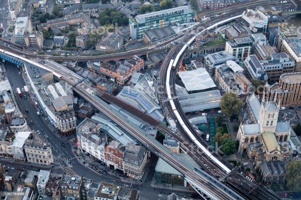 Luftaufnahme von London mit Eisenbahnstrecken – Foto