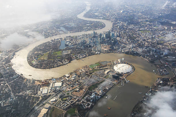 aerial view of london with the river thames - theems stockfoto's en -beelden