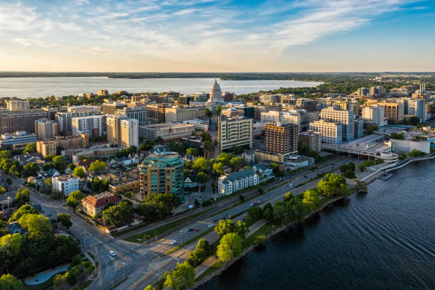 Aerial view of Madison city downtown at sunset, Wisconsin Aerial view of Madison city downtown at sunset, Wisconsin madison wisconsin stock pictures, royalty-free photos & images