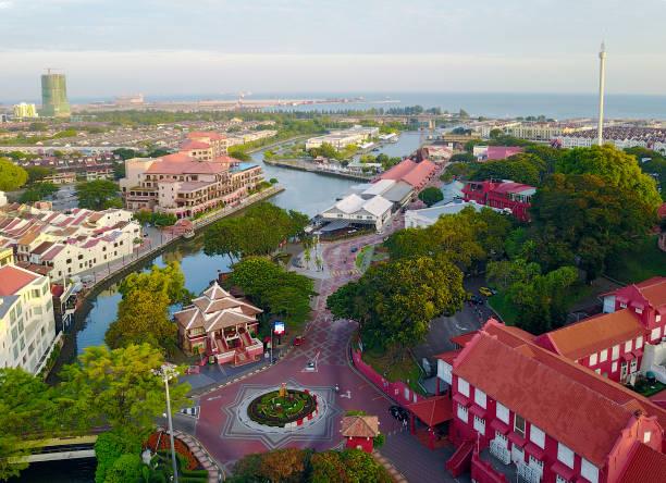 luchtfoto van malakka-stad tijdens zonsopgang. - malakka staat stockfoto's en -beelden
