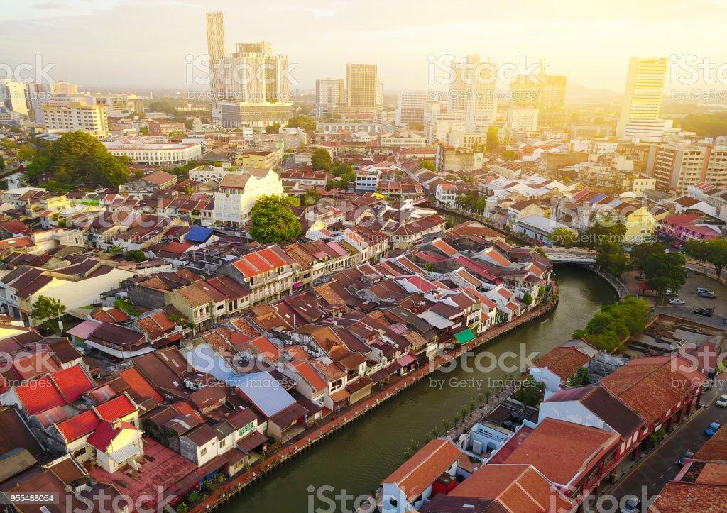 Luftaufnahme von Malacca Stadt bei Sonnenaufgang. – Foto