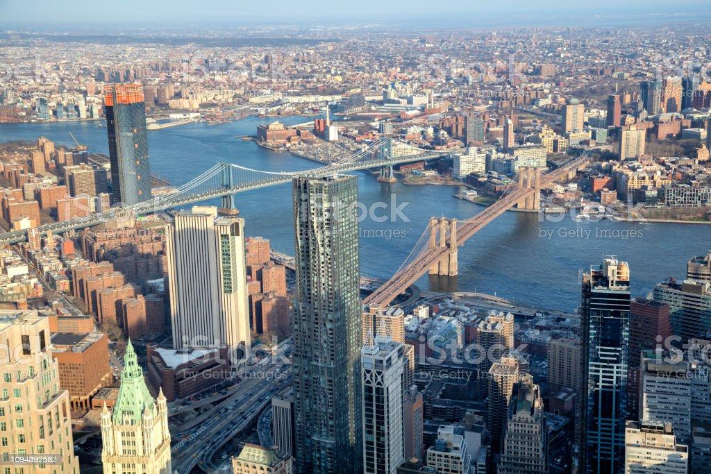 Luftbild von Manhattan und Brooklyn, New York, mit Brücken – Foto