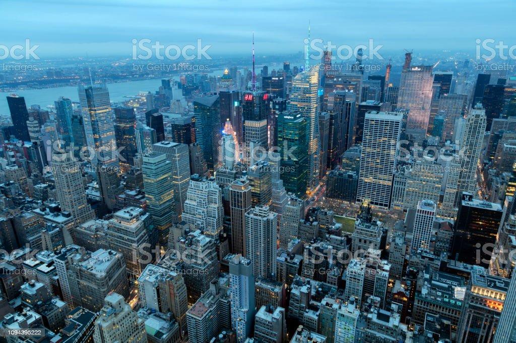 Luftaufnahme von Manhattan, New York in der Abenddämmerung – Foto