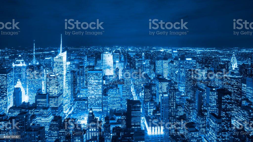 Luftaufnahme von Manhattan Wolkenkratzer in der Nacht, New York City – Foto
