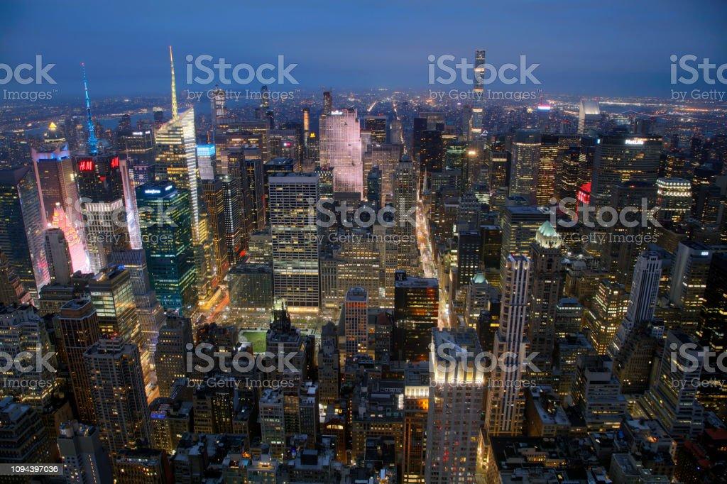 Luftaufnahme von Midtown Manhattan, New York bei Nacht – Foto