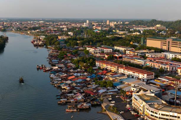 Luftaufnahme von Miri, Malaysia auf der Insel Borneo – Foto