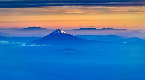 の航空写真富士山朝の - 富士山 ストックフォトと画像