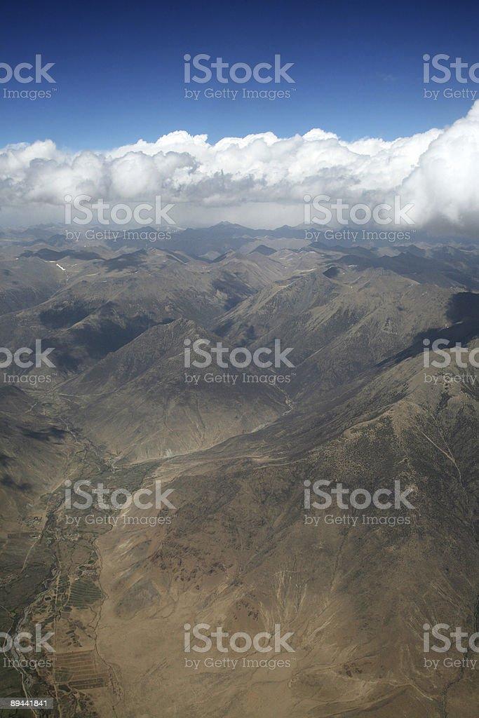 Vista aérea de la cadena de montañas foto de stock libre de derechos