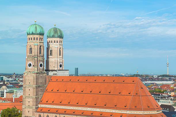 aerial view of munchen  marienplatz,  frauenkirche - sankt peterskyrkan münchen bildbanksfoton och bilder