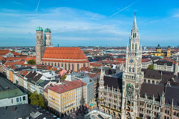 luftbild von münchen marienplatz - münchen weather stock-fotos und bilder