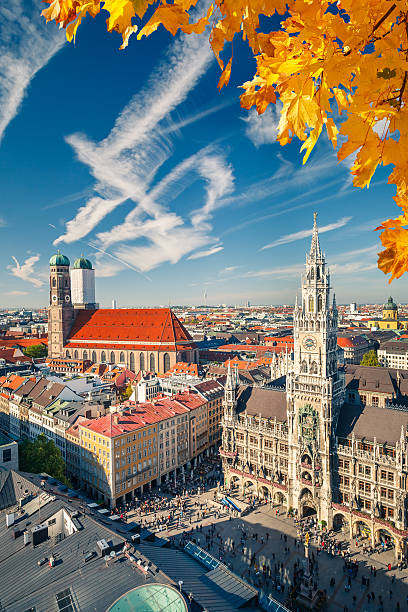 luftbild von münchen - marienplatz stock-fotos und bilder