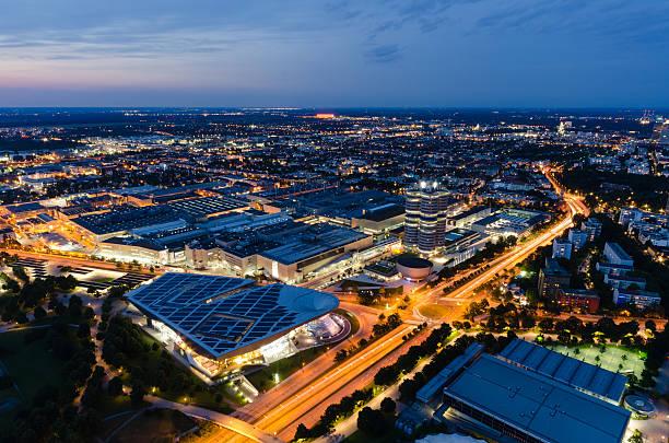 Luftbild von München bei Nacht – Foto