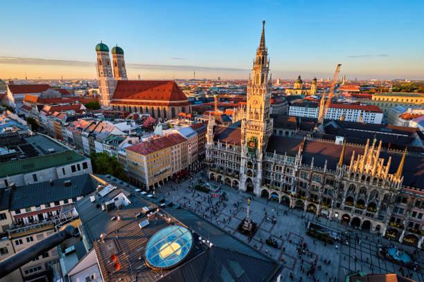 flygfoto över münchen, tyskland - sankt peterskyrkan münchen bildbanksfoton och bilder