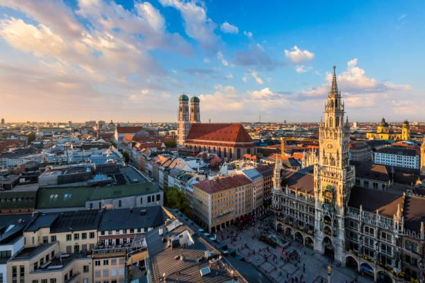 flygfoto över münchen, tyskland - münchens nya rådhus bildbanksfoton och bilder