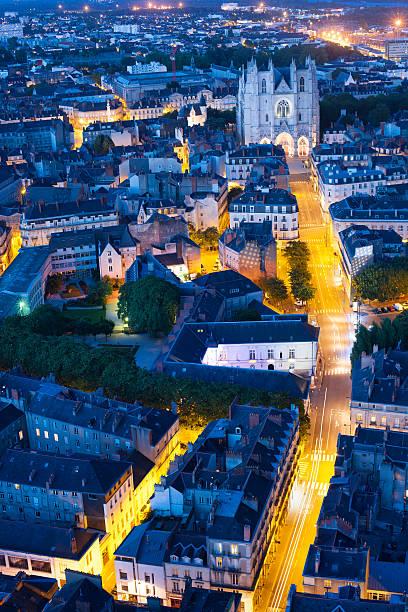 vue aérienne de nantes ville de nuit - nantes photos et images de collection