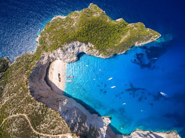flygfoto över navagio strand skeppsbrott visa i zakynthos (zante) island, i grekland - grekiska övärlden bildbanksfoton och bilder