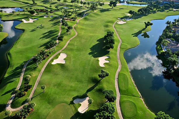 空から見た素晴らしいフロリダの公営ゴルフコース - ゴルフの写真 ストックフォトと画像