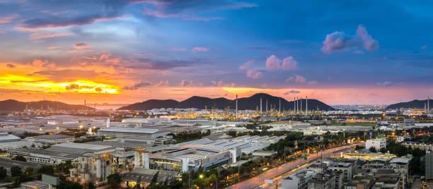 luchtfoto van olieraffinaderij, pethochemical industrie en warehous - industriegebied stockfoto's en -beelden