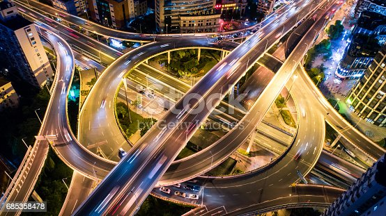 istock Aerial view of overpass at night 685358478