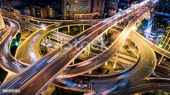 istock Aerial view of overpass at night 685358484