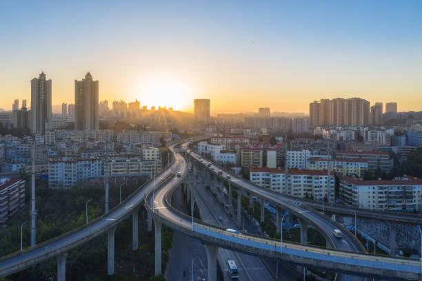 昆明市の日の出の陸橋の空中写真 - 昆明 ストックフォトと画像