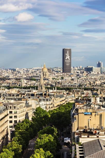 Paris rive droite photos et images libres de droits istock for Piscine montparnasse
