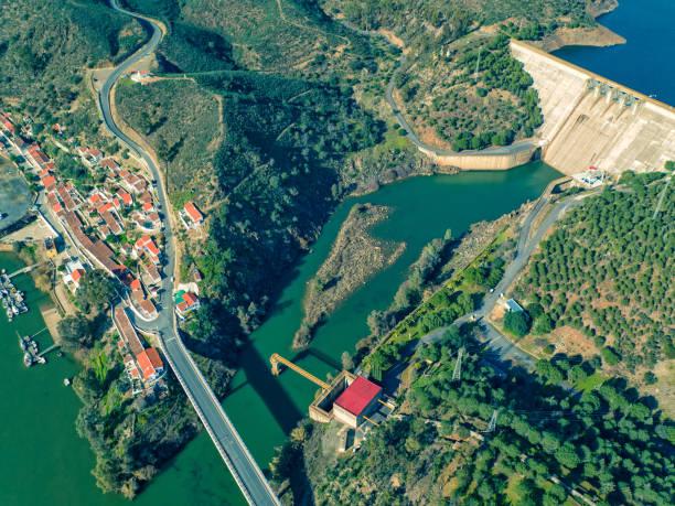 aerial view of pomarao dam - barragem portugal imagens e fotografias de stock
