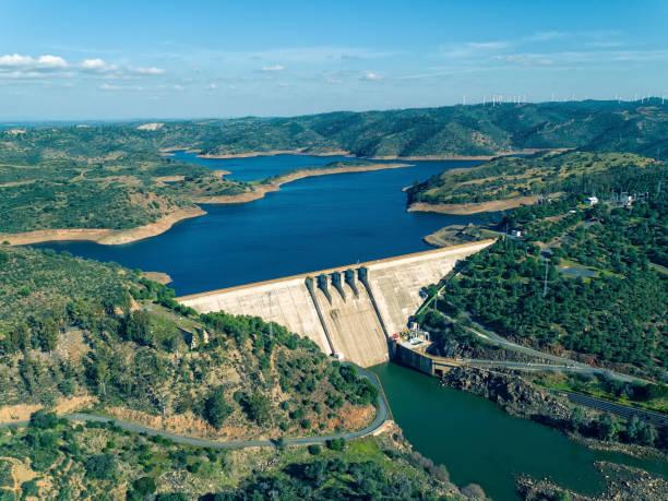aerial view of pomarao dam - fotos de barragem portugal imagens e fotografias de stock