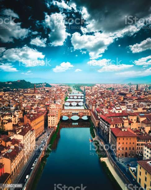 Aerial view of ponte vecchio in florence picture id1138029385?b=1&k=6&m=1138029385&s=612x612&h=humrnyzklt6llkk1fl3khhs2bsb1z6bvik7teuisq9m=
