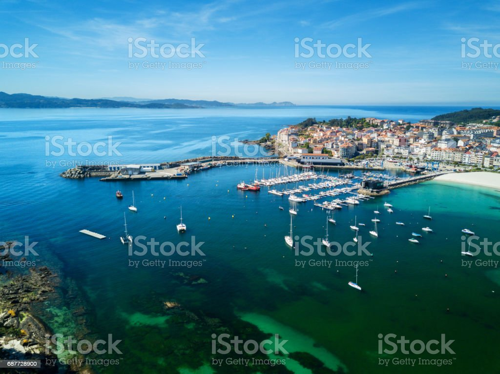 Vista aérea do porto de Portonovo, Galiza - foto de acervo