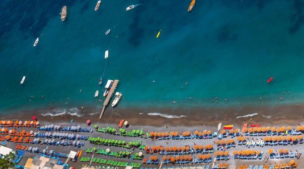 Luftaufnahme des Strandes Positano – Foto