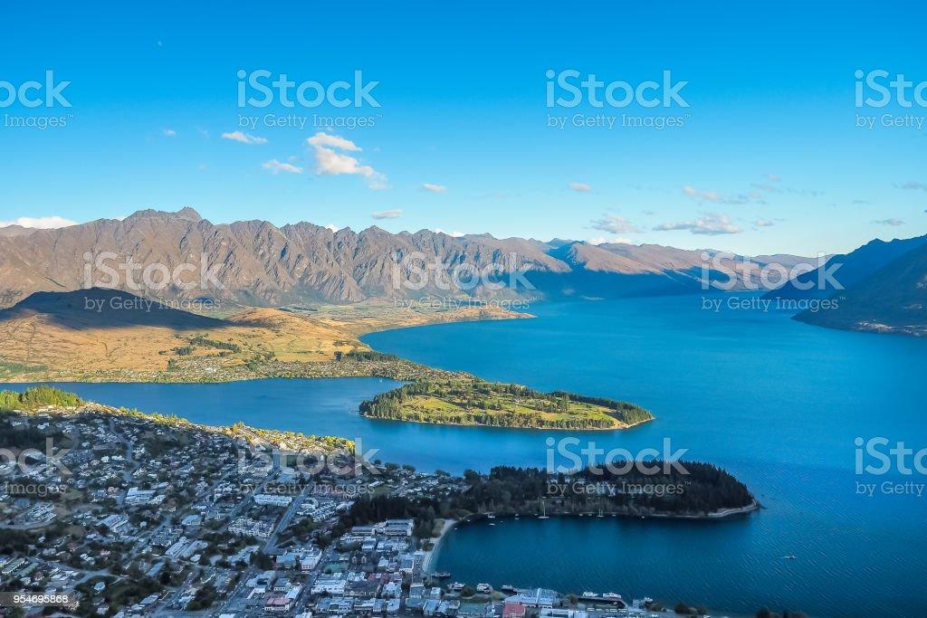Luftaufnahme von Queenstown von der Gondelstation in Neuseeland. – Foto
